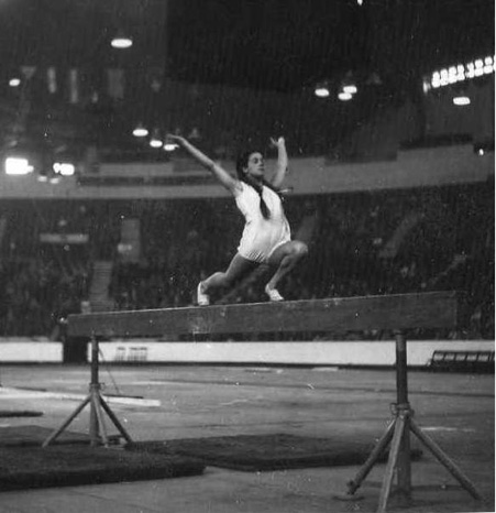 Laura Mecheli from Italy performing on Beam